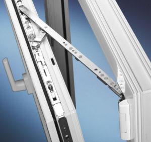 Качество фурнитуры окна влияет не только на долгосрочность но и на теплопроводность