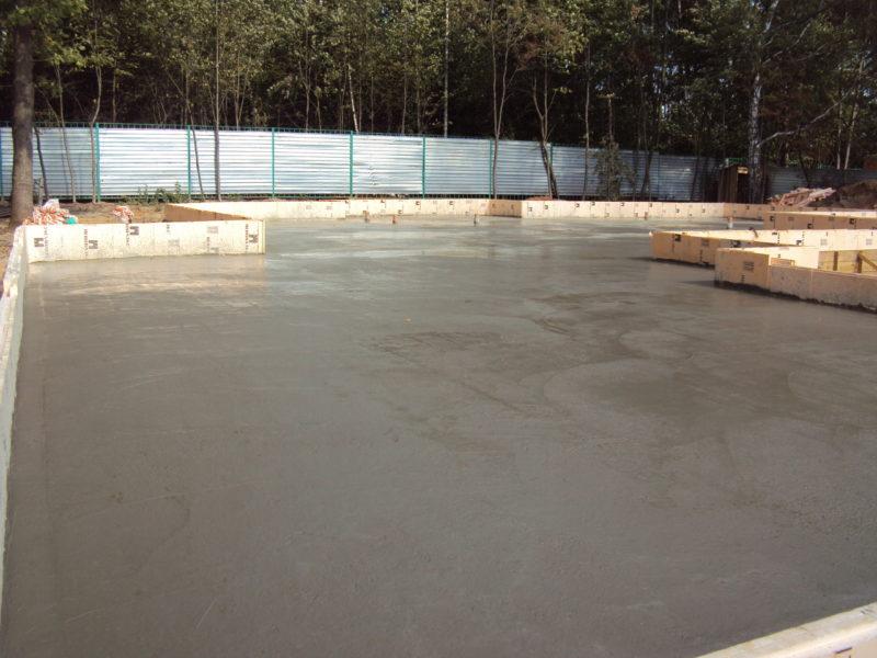 Поверхность УФФ плиты после заливки бетоном