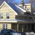 На фото дом готов к обшивке виниловым сайдингом