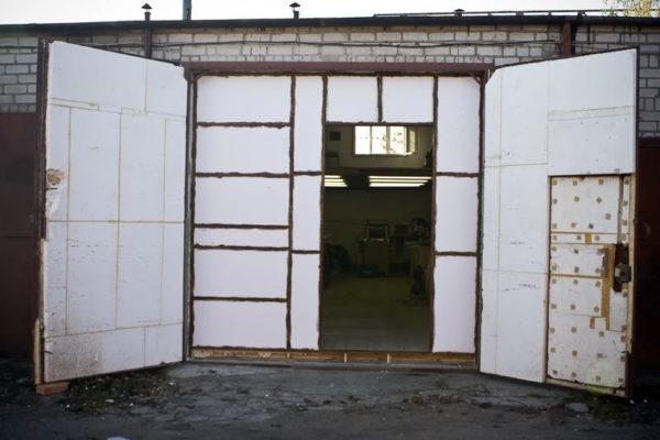 Как просто и недорого утеплить гараж изнутри: стены, пол, потолок