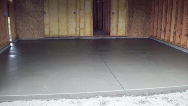 Разбираемся, как утеплить бетонный пол в гараже