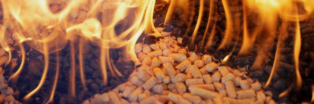 горят пеллеты